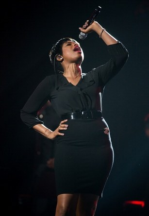 Jennifer Hudson showcasing those vocal pipes. Image Courtesy: directlyrics.com