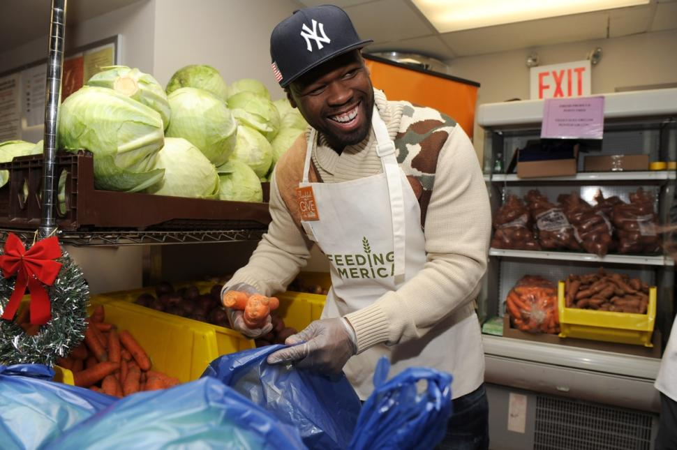 rapper 50 cent volunteers at food bank of new york if