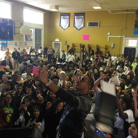 Saaayyyy Chheeesssee Ludacris taking a group selfie at #getconnected event held at Chicago's Alcott Prep.